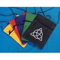 sac pochette noir avec Triquetta