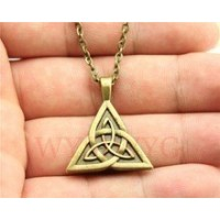Collier triquetra plein bronze antique