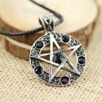Collier pentagramme pierre noire